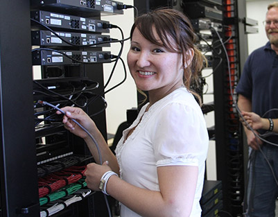 A student works on server connections in a continuing education class